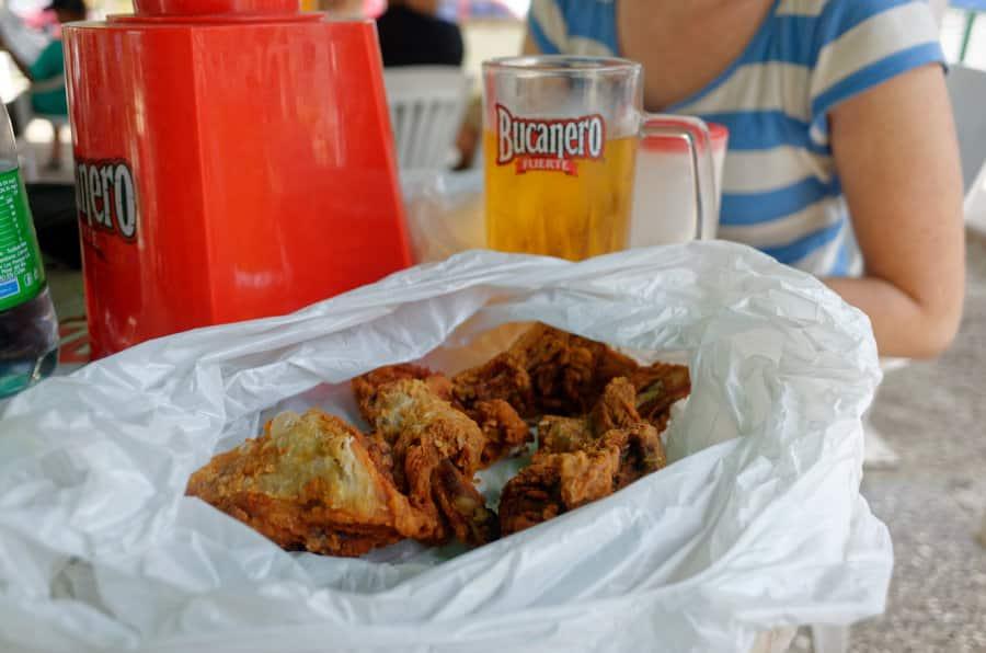 Jak se najíte na Kubě - super smažené kuře v igelitce